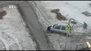 На Вторчермете водители нарушают правила, чтобы объехать перекопанную дорогу
