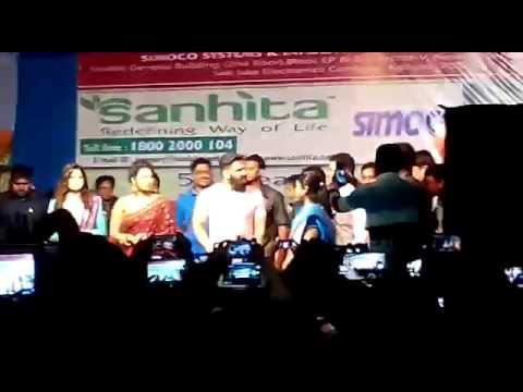 Actor sunil shetty at bansberia visited 10 puja committee of kartik puja