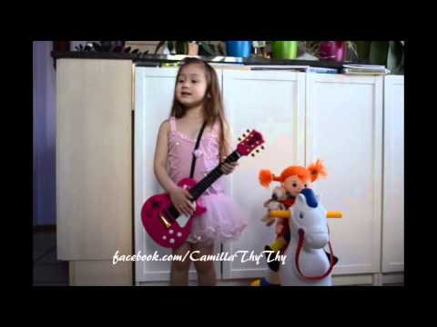 Camilla ThyThy canta Pippi Calzelunghe (5 years old)