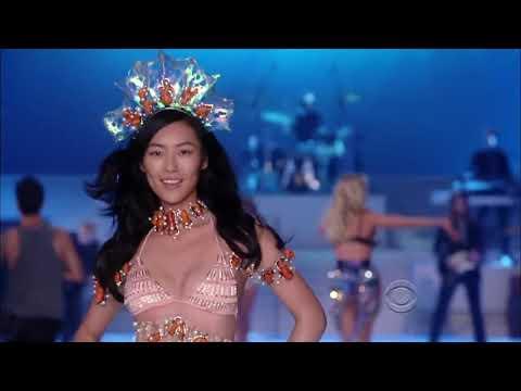 Victoria's Secret Fashion Show-Liu Wen All Walks