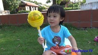 Bóc kẹo mút khổng lồ - Giant candy surprise eggs ❤ AnAn ToysReview TV ❤