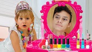 Alena y Pasha - niños discuten quién es más bella