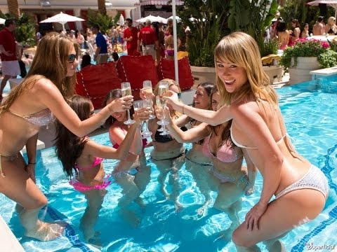 Sexy pool girls