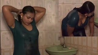 The daughter of a native girl's bath is different Take a look