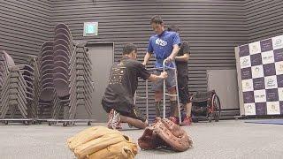 彼は高校球児でした。京都の高校で甲子園を目指していました。しかし、2年生のとき、朝錬に行く途中交通事故にあい、脊髄を損傷。下半身がまひするという大けがをしました ...