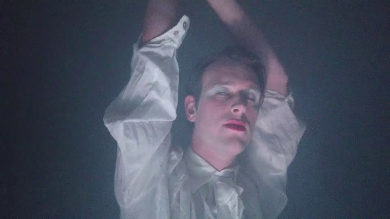 music video nackt