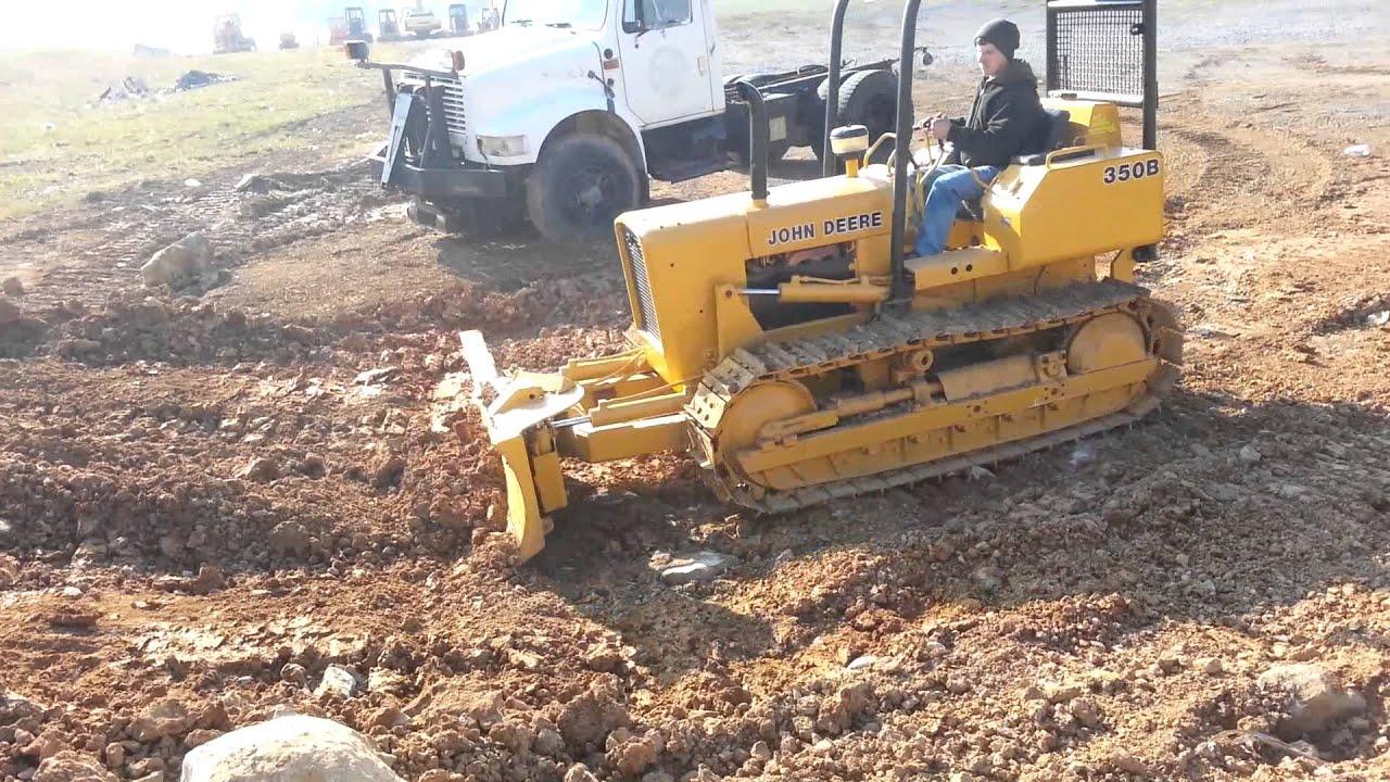 John Deere 350B Dozer pushin dirt!