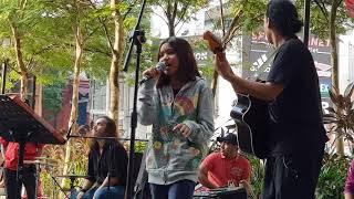 Download lagu duet semakin padu,nurul iman feat bob Sentuhan buskers-MENDUNG TAK BERERTI HUJAN Mp3