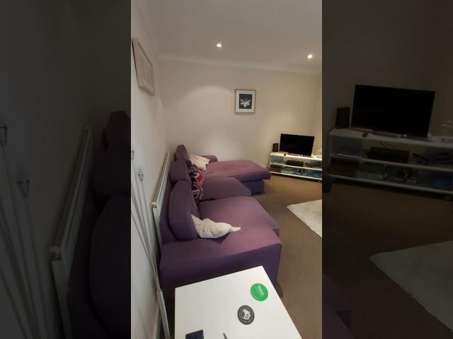 Dble room, modern, spacious house, great location Main Photo