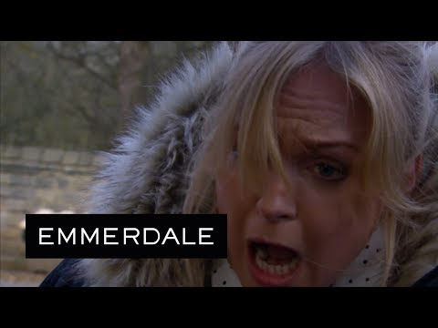 Emmerdale - Vanessa Is Stabbed by Lachlan's Dad