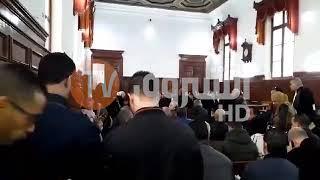 فيديو من داخل محكمة سيدي امحمد لحظات قبل بداية محاكمة رؤوس الفساد ..