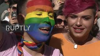 Turkey: Istanbul Pride draws hundreds despite being banned for fifth straight year