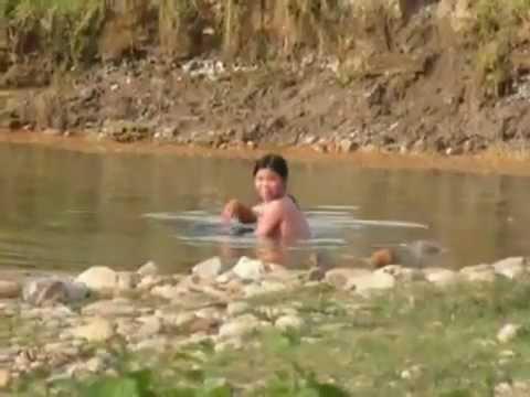 Sơn nữ tắm tiên dưới suối