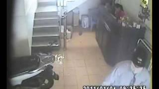 Phim   Clip dàn cảnh trộm xe SH www.khoachongtrom.vn.mp4   Clip dan canh trom xe SH www.khoachongtrom.vn.mp4