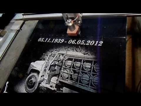 видео: гравировка станком на граните