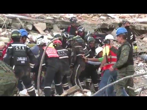 Sobrevivió 36 horas bajo los escombros tras el terremoto de Ecuador bebiendo su orina