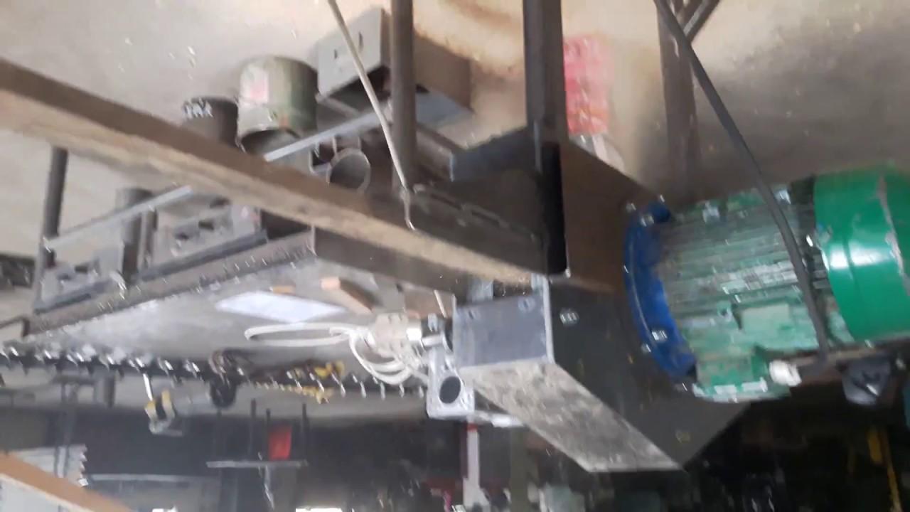Download Drtič hranolku a prken pro peletovaní , drtička odpadu z výroby dřevních odřezků, drcení fošen