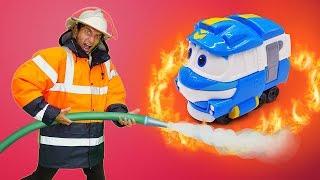 Роботы поезда - видео про игрушки из мультфильма. Тушим пожар - Время быть героем!