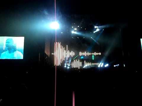 David Guetta Tour Recife - Hello and Run the world.AVI