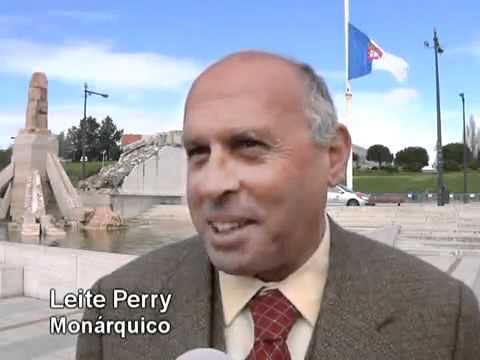 Bandeira monárquica hasteada no Alto do Parque Eduardo VII em Lisboa