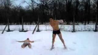 Голи в снега