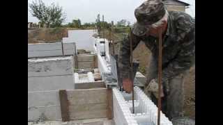 Заливка блоков несъемной опалубки бетоном.(Это просто видео - как его снимает сам фот Canon S5IS., 2013-10-02T09:13:16.000Z)