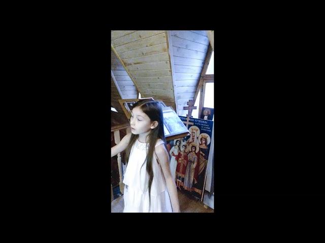 Изображение предпросмотра прочтения – ПолинаЧеховская читает произведение «Девушка пела в церковном хоре» А.А.Блока