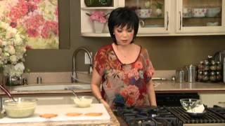 BẾP NHÀ TA NẤU: Bánh kẹp nướng mè đen