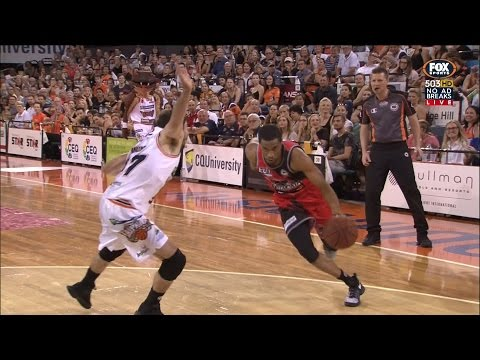 CONTROVERSIAL OUT OF BOUNDS CALL REVIEW AND FINAL 7 SECONDS OF CAIRNS TAIPANS v PERTH WILDCATS