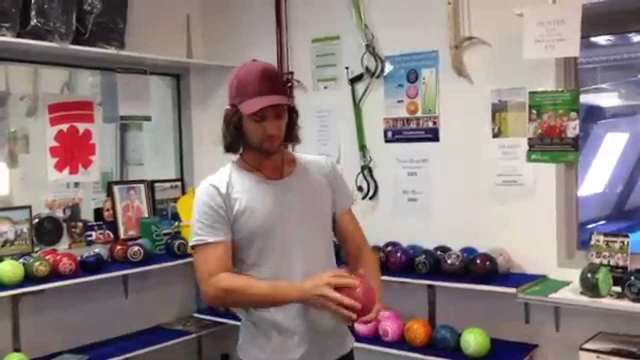 Lawn bowls how to know what size to use nev rodda youtube lawn bowls how to know what size to use nev rodda geenschuldenfo Choice Image