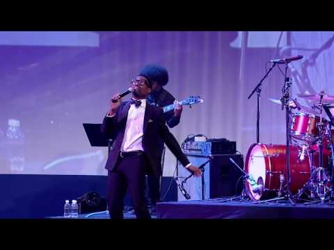 """BIlly Porter premieres his new song """"All That Matters"""" at the 2016 HRC National Dinner"""