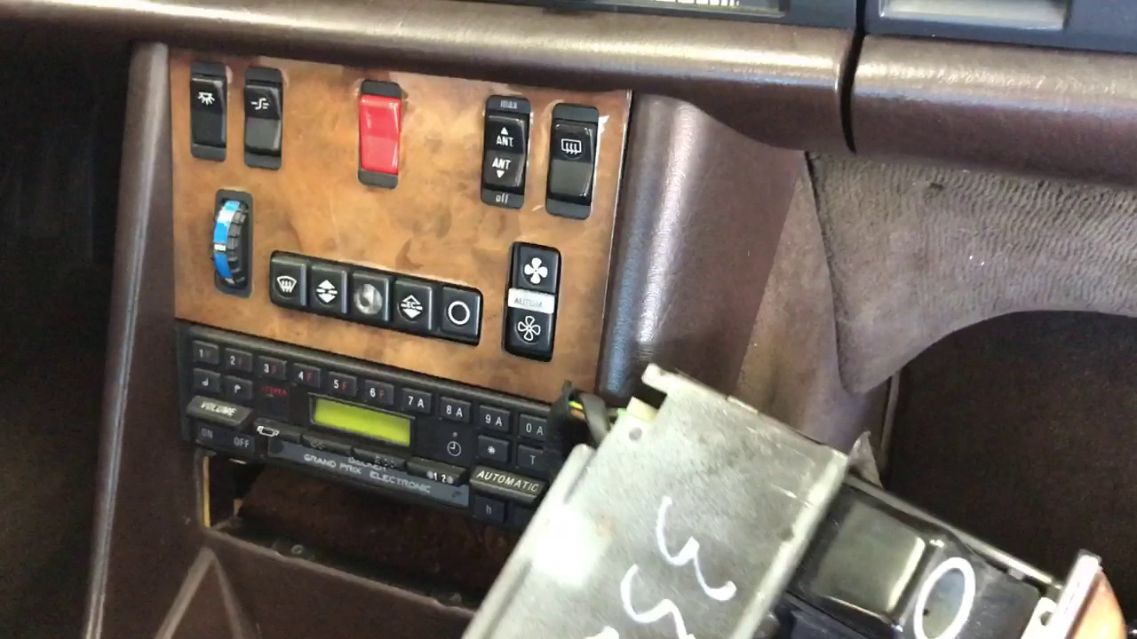 1984 500sec mercedes radio removal [ 1280 x 720 Pixel ]