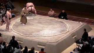 初体験の両国国技館、そして大相撲。二大横綱の結びの一番。感激しました。