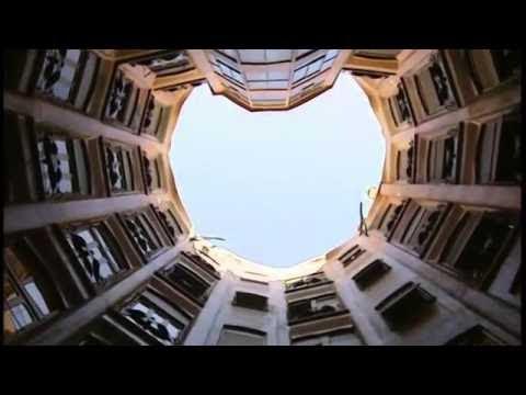 ◄ Casa Milà, Barcelona [HD] ►