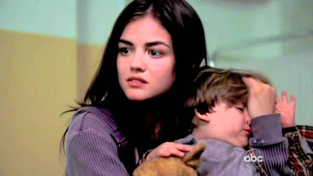 Are aria and ezra dating in the book 6