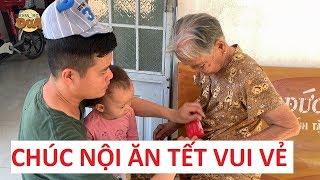 Khương Dừa lì xì Tết sớm cho bà nội, cầu mong nội sống 100 tuổi với con cháu là vui!!!