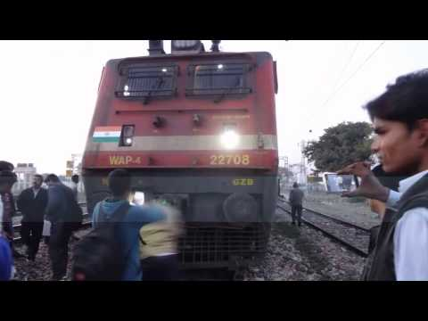 Train Crushes Cycle and the Loco Pilot applies Emergency Brakes Live Accident