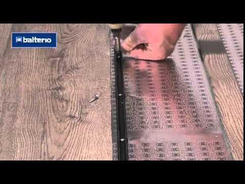 Установка соединительного профиля между ламинатом и плиткой