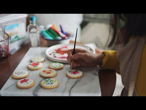 Watercolor Icing Cookie Tutorial   Sunday Baking (Eng CC)