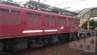 肥薩おれんじ鉄道の肥後田浦駅を通過するED76型電気機関車けん引のコンテナ貨物列車