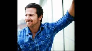 Kip Moore-Somethin' 'bout a truck Lyrics