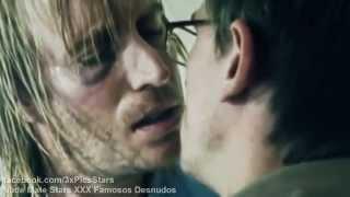 Daniel Craig Gay Kiss (short scene)