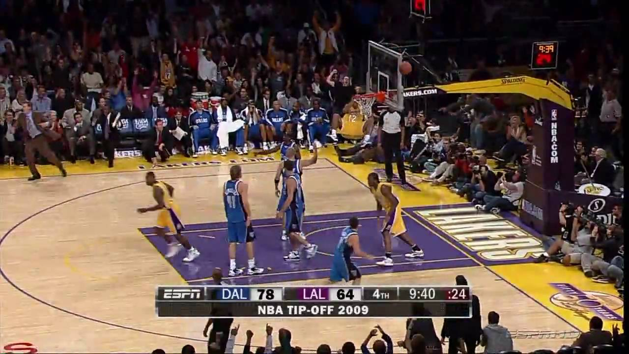 Shannon Brown Posterizes His Own Teammate! (Lakers vs. Mavs 10-30-09)HD