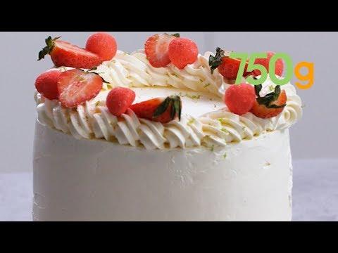 recette-du-layer-cake-ultra-gourmand-et-fruité-aux-fraises-tagada---750g