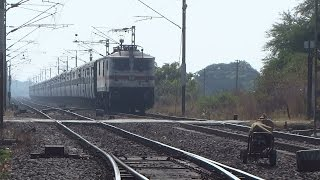 SALUTE TO THE LEGEND : 86 YEARS OLD GRAND TRUNK EXPRESS Blazes past GUMGAON LC with RPM WAP7 !!!