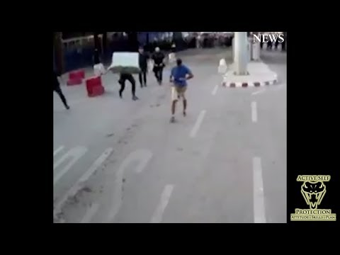 Spanish Policeman Uses His Wits to Stop Attacker | Active Self Protection