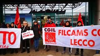 Lecco, i dipendenti di Mediaworld in sciopero