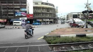 タイ、ロッブリーで未確認走行物体発見! (タイ国鉄)