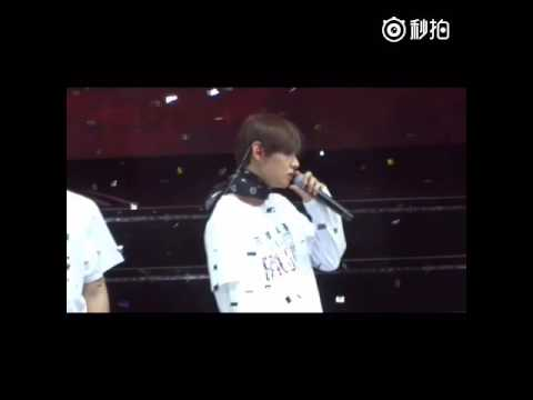 [FANCAM] [160702] BTS concert in Nanjing - Young forever(Taehyung focus)