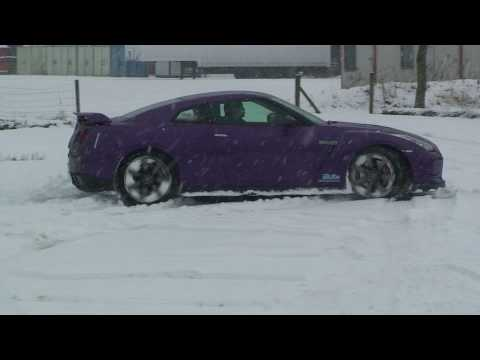 Auto-Journals.com's GT-R in the snow